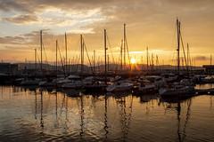 Puerto deportivo. Gijón. (David A.L.) Tags: asturias asturies gijón puertodeportivo elmuelle atardecer puestadesol ocaso cielo agua barco barcos velero