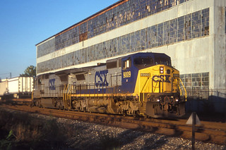CSX C40-8W 9009 and C40-8 7586 (grey south bound at MP55 in Newburgh, Oct 22, 1999