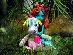Lorna y Nessi (Linayum) Tags: lorna lornamcnessie mh monster monsterhigh mattel doll dolls muñeca muñecas toys toy juguetes ganchillo crochet handmade amigurumi linayum