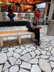 separada (luyunes) Tags: gente solitária sozinho fotoderua fotografiaderua cenaderua motozplay luciayunes mobilephotographie mobilephoto streetscene streetphotography streetphoto streetshot streetlife lifestreet vermelho