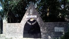 vm. Joodse begraafplaats Gouda (michael_s_pictures) Tags: joods begraafplaats gouda ingang poort door gate cemetery jewish graveyard
