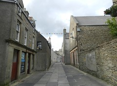 Narrow Streets, Kirkwall, Orkney Islands, June 2018 (allanmaciver) Tags: kirkwall orkney islands scotland narrow street houses close together tight history culture allanmaciver