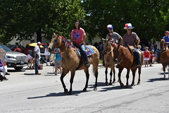 139th Annual 4th of July Parade (Adventurer Dustin Holmes) Tags: 2018 marshfieldmo marshfieldmissouri marshfield missouri event events parade parades outdoor outdoors ozarks july4th 4thofjuly independenceday 139th annual celebration webstercounty midwest horse horses equestrian riding riders people humans animals animal domesticated hats horsebackriding