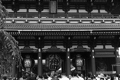 L1011223 (Toshi_Tokyo) Tags: temple building monochrome bw people asakusa tokyo architecture