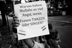 . (Thorsten Strasas) Tags: berlin botschaft dahlem danceforfreedom iran kundgebung maedehhojabri mullah schal schild schwarzweiss steglitz tanz transparent zehlendorf banner dance dancingisnotacrime demo demomnstration embassy music protest rally regime scarf sign germany de