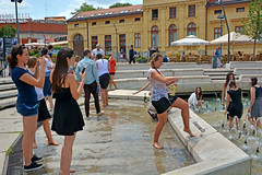 Fountain and side of (misi212) Tags: fountain wet dresses