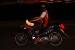 Sukhumvit Road, Bangkok (Thomas Mülchi) Tags: sukhumvitroad khlongtoeidistrict bangkok thailand 2018 nightshot people persons man flash krungthepmahanakhon th