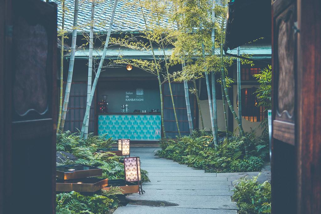walking around kyoto in kimono-1-33