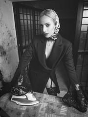 Ghita (aminefassi) Tags: fashion mode portrait people beauty woman ferarepasser canon flash dark