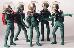 Mars Attacks - The Art of the Movie / page 40 (models) (micky the pixel) Tags: buch book livre sf scifi sciencefiction ballatinebooks warnerbros toppscompany marsattacks theartofthemovie marsmensch martian alien puppe puppet modell model