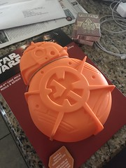 Making a BB8 cake (lorablong) Tags: yummy cake starwars bb8 bb8cake baking