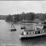 Cruise ship in Muskoka Lakes district, Ontario / Navire de croisière, district de Muskoka Lakes (Ontario) thumbnail