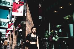 iPhone girl (Smoking room) Tags: leica summilux35mm fukuoka tennjin girl shopping flower 買い物 天神 博多 ライカ m9p