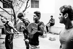 Exercices-DSC_7873 (thomschphotography3) Tags: india asia benares varanasi gym sports weightlifting men youngmen blackandwhite monochrome streetphotography documentary bodybuilder