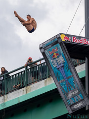 Cliff Diving BILBAO 2018 (Nufus) Tags: olympus omdem1 microed40150 deporte saltos aire vuelo competicion urbano bilbao expresion