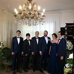Philippe entouré du Dr Élias Nour, de son épouse Raya et de leurs enfants, ses cousins: Alexandre, Edgar et François thumbnail