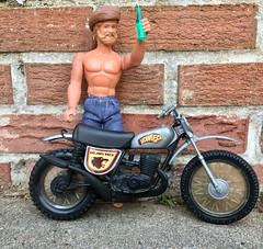 Grizzly Adams Salutes Daredevil Sindy!!! (atjoe1972) Tags: bigjim mattel toys pack howler motorcycle hasbro sindy daredevil scooter moonshine harddrinking atjoe1972 grizzlyadams tv soda pop marx hardriding strawberrykiwi daisydukes jorts