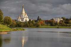 Minsk's Pagoda (hapulcu) Tags: belarus minsk autumn беларусь минск herbst autunno automne church lake