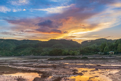 _MG_2219.0711.QL32.Than Uyên.Lai Châu (hoanglongphoto) Tags: asia asian vietnam northvietnam northwestvietnam landscape scenery vietnamlandscape vietnamscenery vietnamscene sunset sky clouds reflection canon canoneos5dmarkii zeissdistagont235ze tâybắc laichâu thanuyên thịtrấnthanuyên phongcảnh hoànghôn bầutrời đámmây mây phảnchiếu soibóng hill treehill đồi đồicây