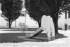 Cameri, Piazza Dante Alighieri, 2018 (sirio174 (anche su Lomography)) Tags: playground playgrounds cameri piazzadantealighieri piazza parcogiochi parchigiochi parco giochi italia italy canonae1 ilfordhp5