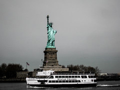 Liberty Island, Manhattan Island Cruise (bobbex) Tags: bigapple manhattan statues statueofliberty newyork usa newyorkbw