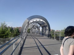 Pasarela de Arguanzela, (footbridge) Madrid Rio : a marvel of urban planning! (d.kevan) Tags: parksandgardens madridrio bridges footbridges people madrid views trees architecturaldetails pasareladearganzuela