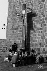 La curz del pueblo latino (Davo Marto) Tags: streetphotography blackwhitephotography landscape colonial church people cityscape canon religion travelling travel culto outdoors architecture perú urbanphotography turismo sky downtown