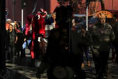 Coronado (Leyla Nasar Fotografías) Tags: reflejo reflection reflections fotografia foto fotos photography photo photos corona rey king city ciudad urbano urban urbex multicolor sombras shades art arte artistico artistic