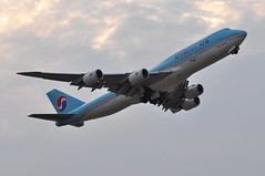 KE0908 LHR-ICN (A380spotter) Tags: takeoff departure climb climbout belly gearinmotion gim retraction dusk sunset boeing 747 8i intercontinental 800 hl7637 20162018visitkoreayear decal decals sticker stickers 대한항공 koreanair kal ke ke0908 lhricn runway09r 09r london heathrow egll lhr