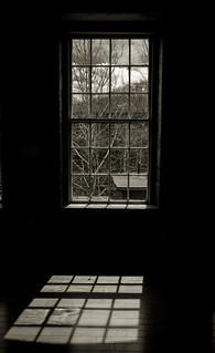 Through the window / Par la fenetre