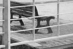 Horizon banc à travers eau (ZUHMHA) Tags: marseille urban urbain france été summer soleil sun ombre shadow light lumière ombreetlumière line lignes courbes curve geometry géométrie port harbour monochrome blackandwhite noiretblanc fence barrière eau water banc