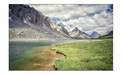 Tout au bord ... (Charlottess) Tags: nikon5300 juillet alpesdehauteprovence paysage montagne lac eau