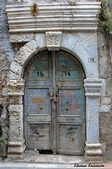Rethymno old town (Eleanna Kounoupa) Tags: doors πόρτεσ ερείπια ruins ελλάδα κρήτη ρέθυμνο greece crete rethymnon παλιάπόλη oldtown παλιάκτίσματα παραδοσιακόσοικισμόσ παραδοσιακήαρχιτεκτονική oldhouses oldfolkhomes traditional traditionalarchitecture ιστορικόκέντρο ιστορικόσοικισμόσ hccity historicalcenter historiccitycenter παλιέσπόρτεσ olddoors
