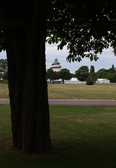 Magdeburg im Elbauen Park (Helmut44) Tags: deutschland germany sachsenanhalt magdeburg elbauenpark durchblick jahrtausendturm landschaft park baum tree turm