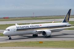 Singapore Airlines 9V-SCA (kuni4400) Tags: singaporeairlines sq sia 9vsca b78x dreamliner kix rjbb aircraft airplane a7m3 sel70200g