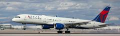 Delta 757 landing at KLAS (Alaskan Dude) Tags: travel las klas mccarren mccarreninternationalairport planespotting airplanes airliners airliner aviation planewatching