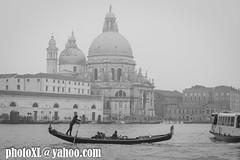 gòndola i la salute (_perSona_) Tags: italy italia venecia venezia venice gran canal channel salute maria church chiesa esglesia iglesia gondola
