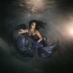 Shaina (wesome) Tags: adamattoun underwaterphotography underwaterportrait ikelite