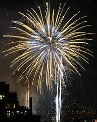 Macys Fireworks NYC 2018-49 (Diacritical) Tags: nikond850 pattern 70200mmf28 16secatf80 july42018 84246pm f80 230mm brooklyn macys4thofjuly fireworks