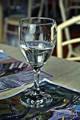 Bien universal:agua (Aprehendiz-Ana Lía) Tags: flickr nikon glass agua water cristal reflejo copa mdq argentina interior imagen digital analialarroude líquido transparente potable explore aguademar