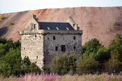 Niddry Castle (Callum's Buses and Stuff) Tags: niddry castle niddrycastle winchburgh oilshale bings oilshalebings west lothian westlothian