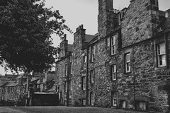 Location, Location, Location! (grobigrobsen) Tags: edinburgh scotland schottland travel urban city greyfriars greyfriarskirkyard unitedkingdom bw sw schwarzweiss blackandwhite monochrome