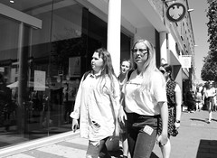 Blue Jean Baby (Bury Gardener) Tags: suffolk streetphotography street streetcandids candid candids people peoplewatching folks strangers 2018 nikond7200 nikon burystedmunds england eastanglia uk britain bw blackandwhite cornhill