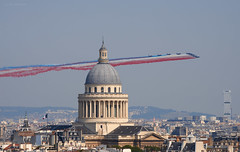 patrouille de France (Julianoz Photographies) Tags: fêtenationale 14juillet2018 pantheon patrouilledefrance alphajet tgi bastilleday paris europe france capitale monument church cityscape city capital ville julianozphotographies aviondechasse avion