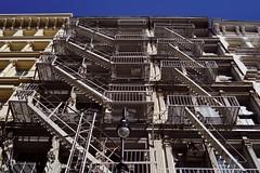 SoHo - maison 1 (luco*) Tags: usa united states america étatsunis damérique new york city soho house maison escaliers stairs de secours