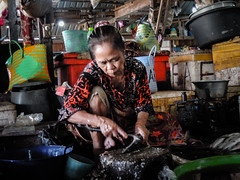 Fish cleaner (A. Yousuf Kurniawan) Tags: job oldwoman woman market traditionalmarket borneo kalimantan pangkalanbun streetphotography urbanlife colourstreetphotography humanity humaninterest colourful