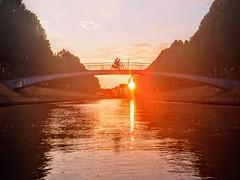 Fietsersbrug over de Coupure, Gent (bert.luyssaert) Tags: gent zonsondergang coupure fietsersbrug voetgangersbrug fietsers kano
