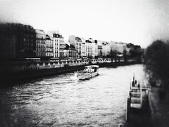 Sweet dream in Paname (LUMEN SCRIPT) Tags: water river artisticphotography blur softfocus france paris city shadow light monochrome
