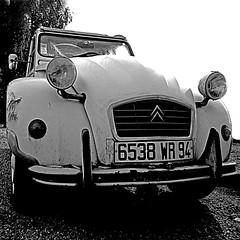 Citroën 2cv (pom'.) Tags: may 2018 france bretagne 22 côtesdarmor pleumeurbodou lannion perrosguirec îlegrande panasonicdmctz101 100 94 6538 wr citroën citroën2cv 2cv car vintagecar europeanunion rust 200 300 5000