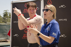 SONC SummerGames18 Tony Contini Photography_1408 (Special Olympics Northern California) Tags: 2018 summergames cheering athlete maleathlete medal winner letr police cop